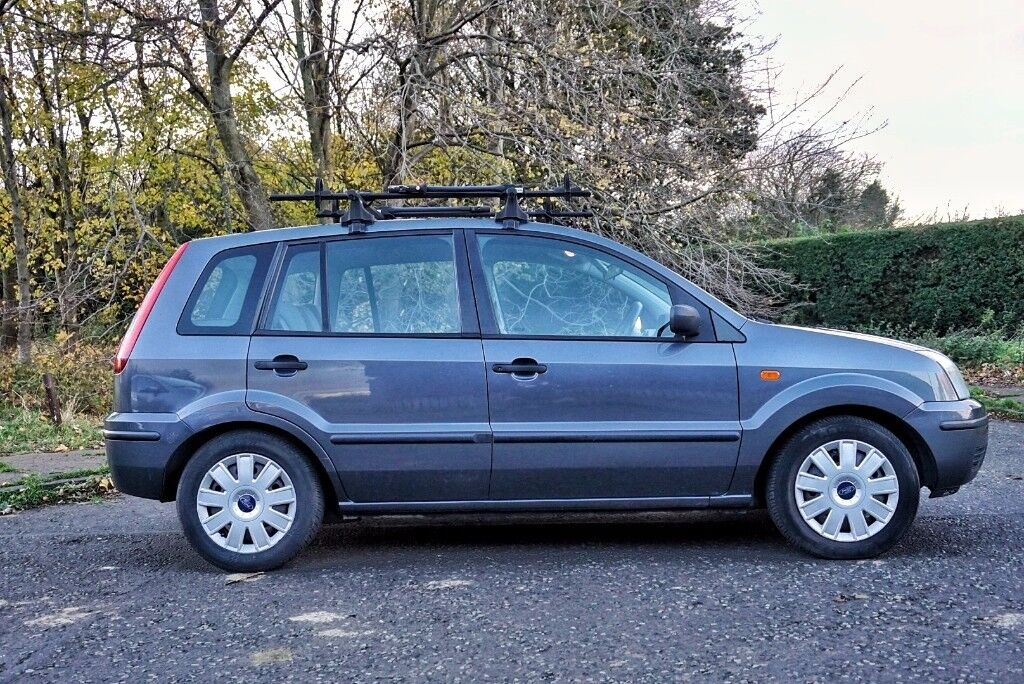 Ford Fusion 2 TDCi - Great condition - MOT'd to November 2018 - Roof bars included