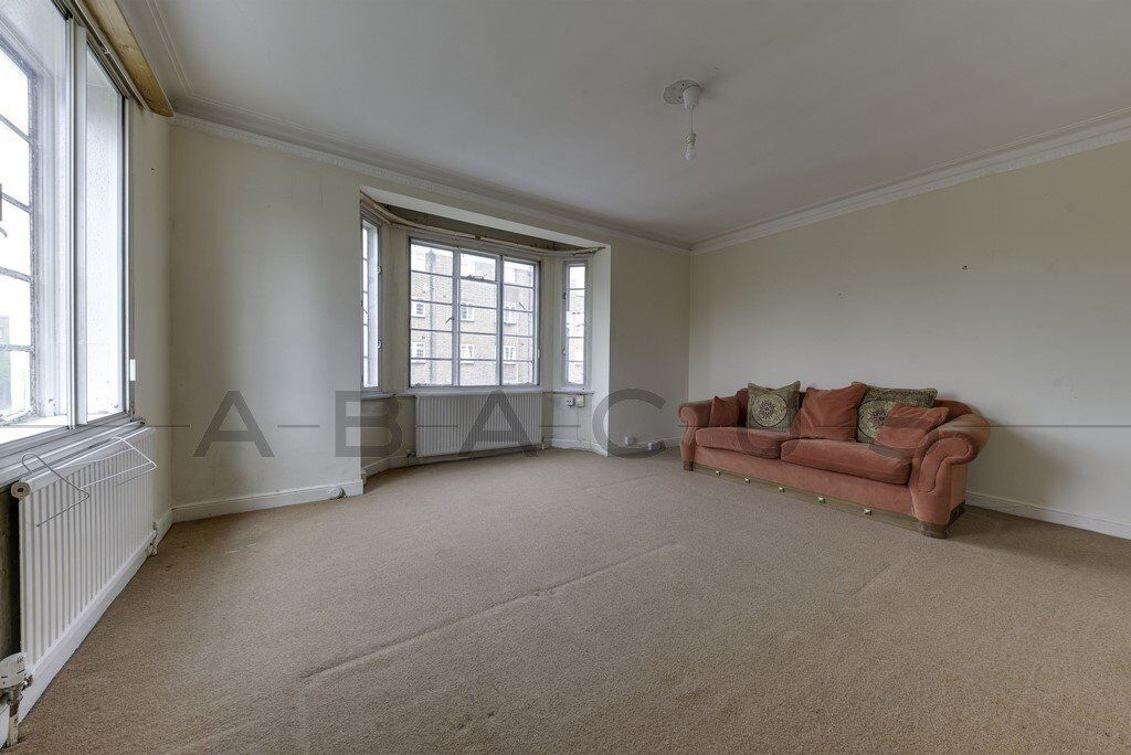 Large 3 bed Flat available now in Shoot Up Hill!! 390.00 per week!! 3mins walk to Kilburn stn!!!