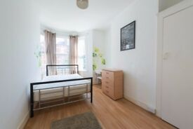*R** 3 DOUBLE ROOMS IN THE SAME HOUSE IN TURNPIKE LANE ALL BILLS INCLUDED
