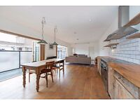 Stunning 2 Bed Penthouse Apartment for rent in Aldgate - No Agent Fees