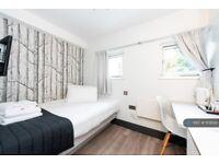 1 bedroom in Gunnersbury Ln, London, W3 (#1101630)