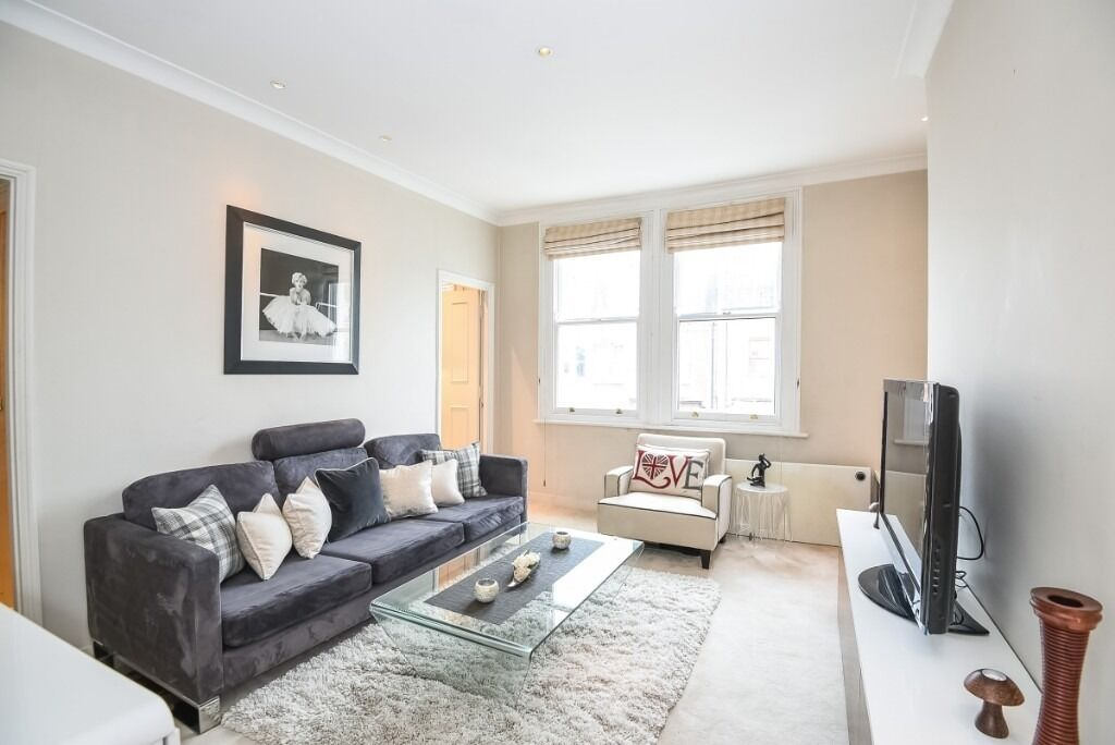A charming one double bedroom flat set within a beautiful Victorian conversion, Dancer Road, SW6