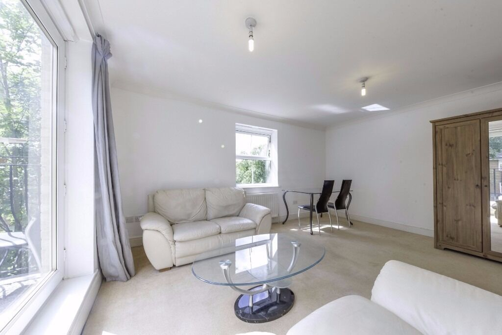 lovely 2 bed flat along willesden lane AVAILABLE NOW!!!