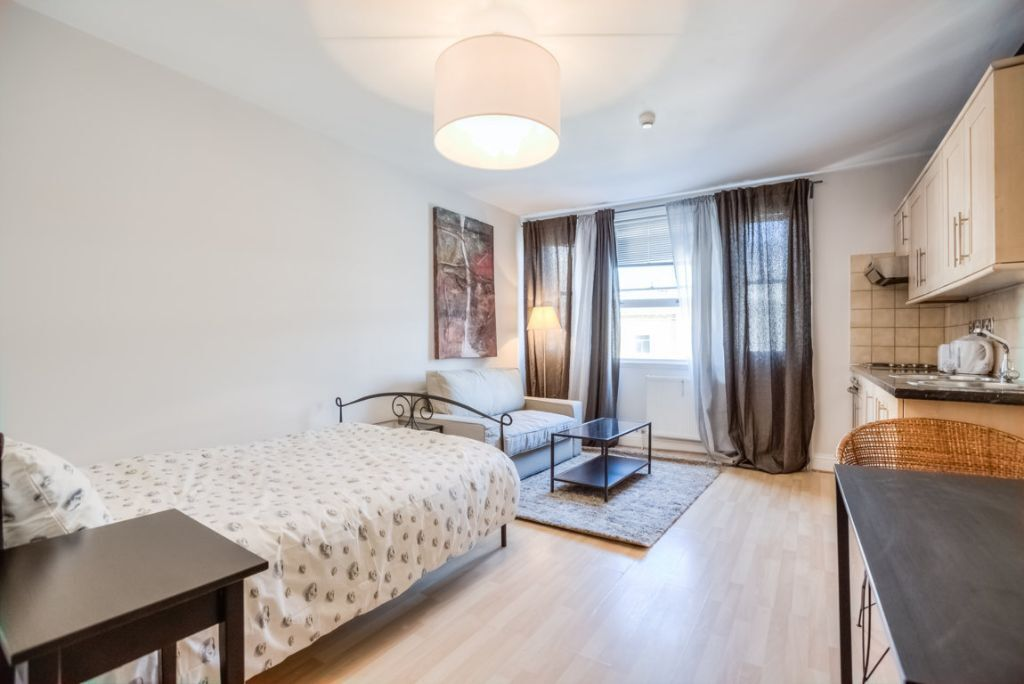 beautiful studio apartment next to south kensington station all