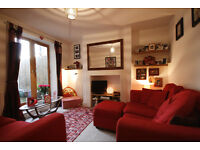 A really lovely flat! Spacious hallway, massive garden, large master bedroom and living room.