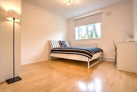Great Double room available in the heart of Clapham !! Be in middle of ACTION !!!