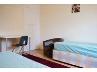 Beautiful twin room in Mile End, 2 weeks deposit