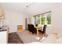 Superb offer: 3 double bedrooms, 3 bathrooms flat for £700 per week. 5 mins walk to tube station