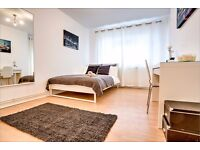 Feature double bedroom with private balcony minutes from Borough tube!