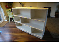 White bookshelf / bookcase