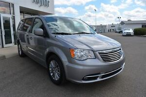 2016 Chrysler Town & Country Touring-L Regina Regina Area image 7