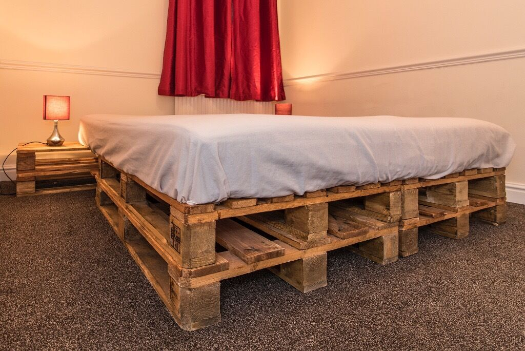 AMAZING KING SIZE PALLET BED FRAME