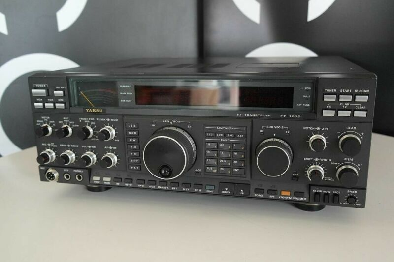 Yaesu FT-1000D 200 Watt ham radio