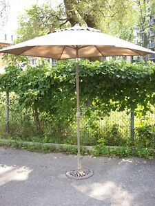 Parasol solid base fully functional in perfect condition!
