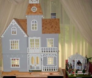 Rutherford Mansion Victorian lighted dollhouse,