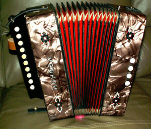 Hohner HA 1040...fully serviced/restored accordion .. Key C