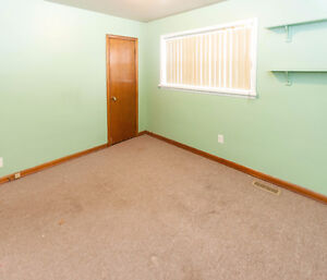 2 BEDROOM BUNGALOW WITH 1 AND 1/2 CAR GARAGE - PRIVATE FINANCING Windsor Region Ontario image 7