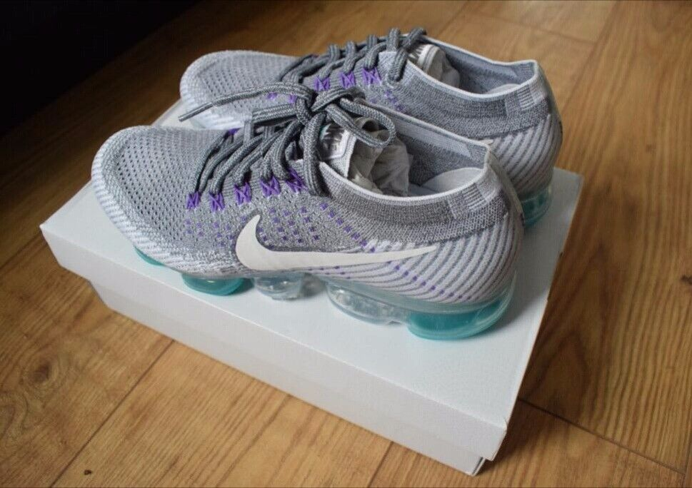 Nike Air Vapourmax Flyknit- Cool grey/White/Pure platinum BRAND NEW & BOXED-Size 7
