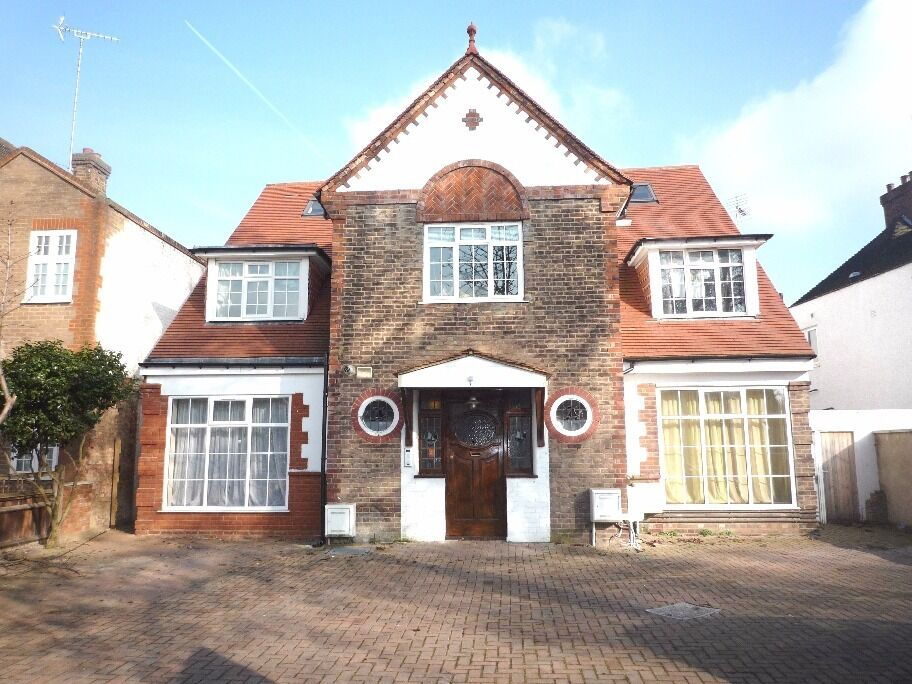 Fantastic 3 bedroom 2 Bathroom 1st floor flat - Gunnersbury Avenue, Ealing Common, W5 3QL