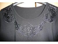 Elegantes schwarzes Shirt mit Applikation Niedersachsen - Hollenstedt Vorschau