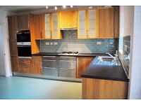 *NO AGENCY FEES TO TENANTS* Well-presented 3 double bedroom house in popular Victoria Park Area