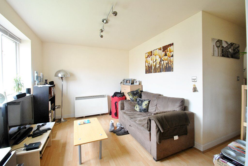 Windmill Drive - Very good cond studio/one bedf lat in this modern development in Cricklewood