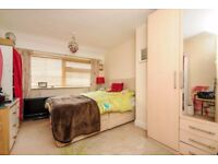 2 Double rooms available each for n-s single professional occupant