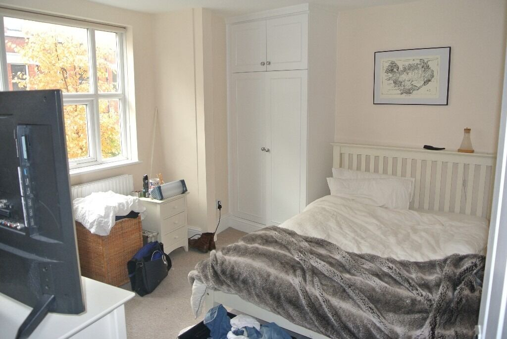 Newly renovated 4 double bedroom 2 bathroom house with garden minutes from Oval underground station