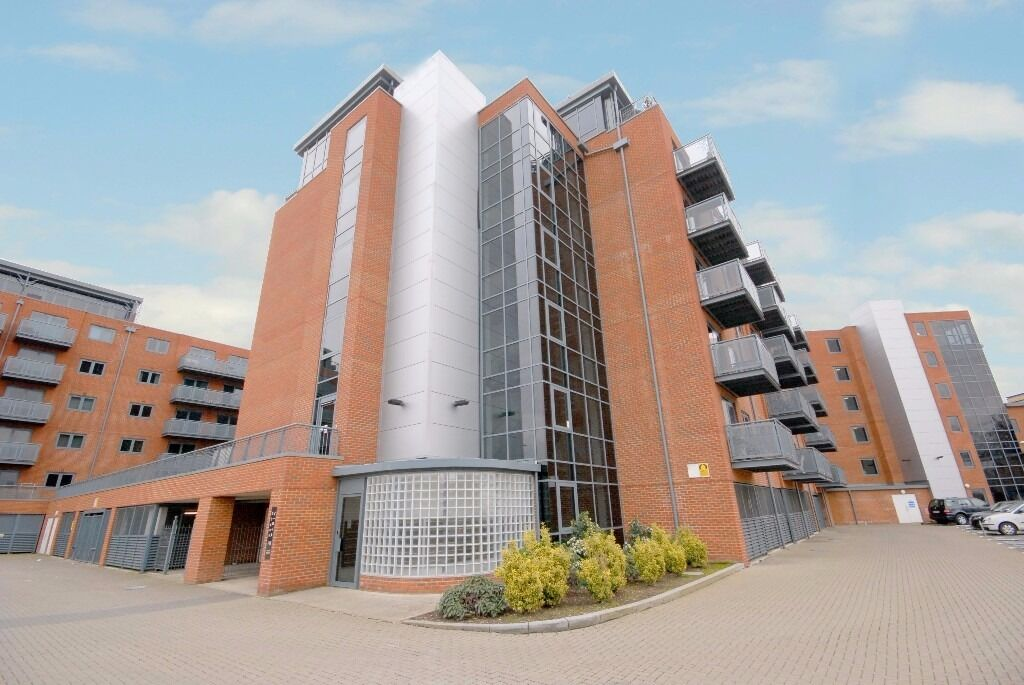 Modern and light one bedroom apartment on the 4th floor in Vista House, Colliers Wood, SW19