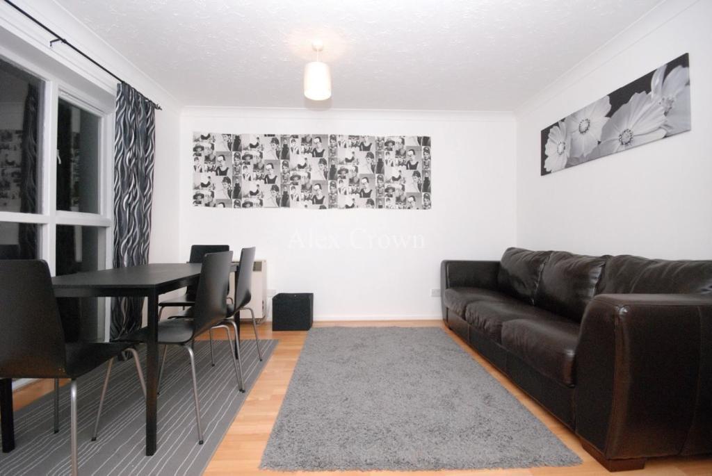 2 bedroom flat in Filton Court, Farrow Lane, New Cross Gate