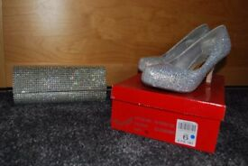 ladies size 6 shoes and clutch bag