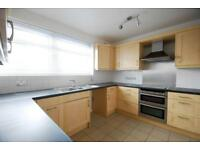 2 bedroom flat in Chester Close South, Regents Park