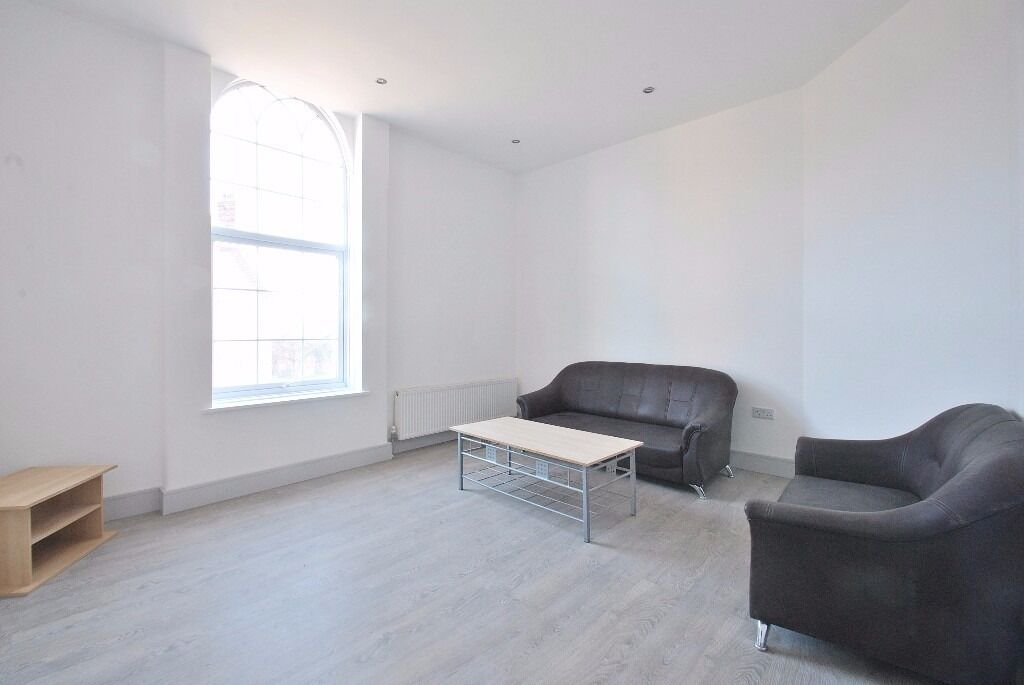 Finchley Road NW11 - Newly refurbished three bedroom 2 shower room flat offered on a furnished basis