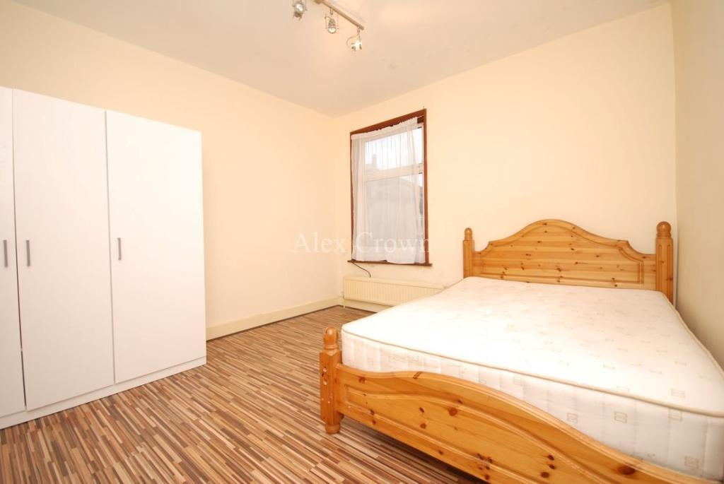 5 bedroom house in Lyttleton Road, Turnpike Lane