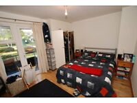 Bright double room with a balcony in a friendly house share
