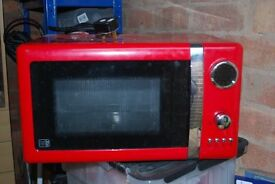 selling a 700W DIGITAL MICROWAVE OVEN, only used twice