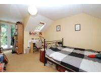 Spacious four bedroom house with garden, 4 minutes walking distance to Stoke Newington station!!