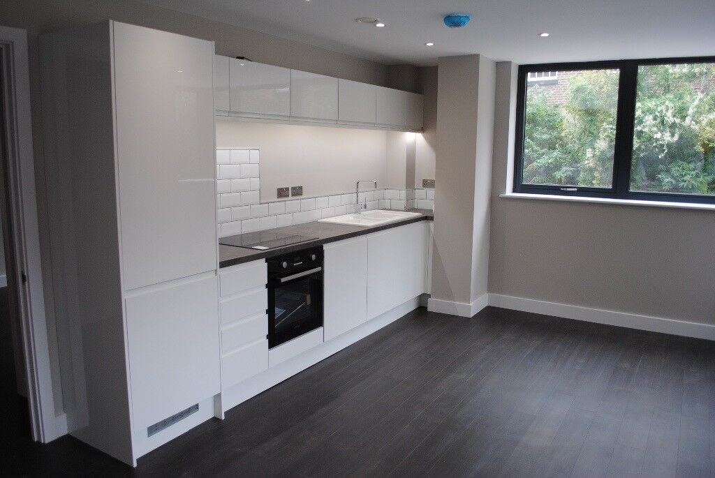 Sheffield City Centre. Large 1 Bed plus Parking. New Kitchen, New Bathroom. Refurbished. No fees.