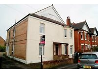 SPACIOUS UNFURNISHED 2 BEDROOM TOP FLOOR FLAT WITH ALLOCATED PARKING SPACE IN SOUTHBOURNE