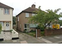 3 bedroom semi-detached house with garden in Greenford.