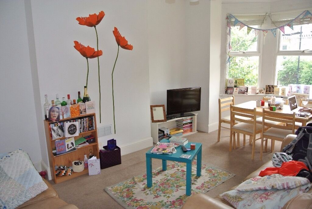 Modern 4 double bedroom 2 bathroom house with garden minutes from Vauxhall Underground Station