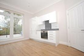 3 bedroom flat in Muswell Road, Muswell Hill