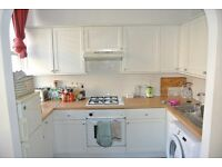 First floor 2 double bedroom apartment just off Clapham High Street