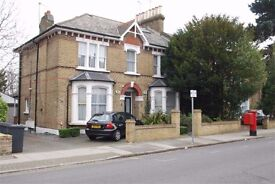 Large, luxury ground floor 1 bed flat to rent in NW4