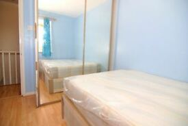 Cosy double room for single use within walking distance from Canary Wharf . Share house with garden