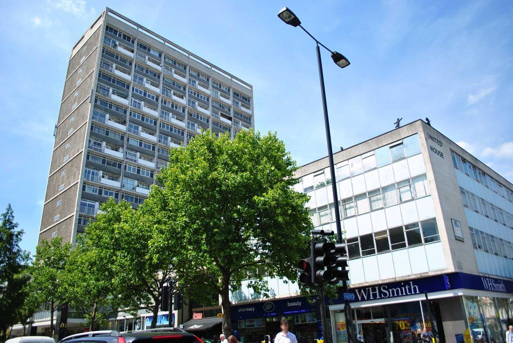 2 bedroom flat in Campden Hill Towers, Notting Hill Gate, W11