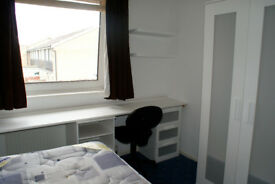 Small room in lovely shared house in Beeston, available for postgraduates only Very near University.