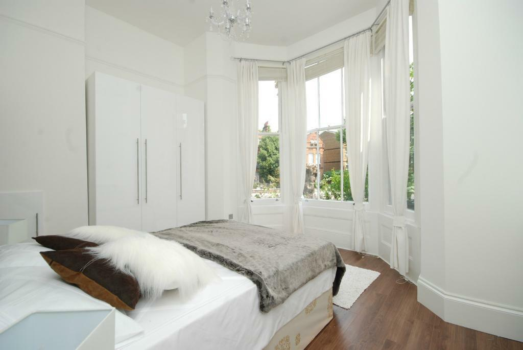 Luxury 3 double bedroom 3 bathroom flat close to tube in Hampstead.
