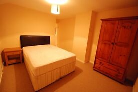 Student Large Double bedroom close to the University, £600 PM all bills included + Free WiFi.