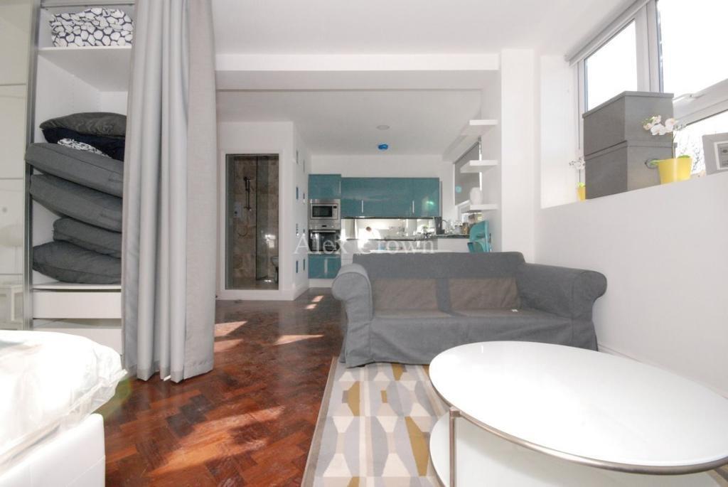 Studio flat in Vale Road, Manor House